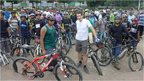 Mark Beaumont meets Bangladesh cycling group, BDcyclists