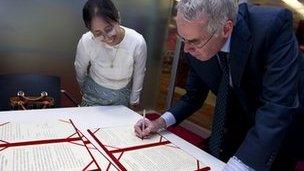 Peter Horrocks, director of Global News, and Daw Moe Thuzar of Myanmar Radio and TV sign the memorandum of understanding