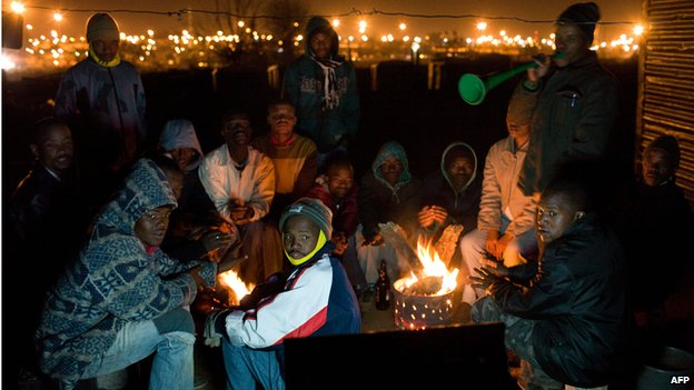 Residents at an informal settlement in Johannesburg watch television (16  June 2010)