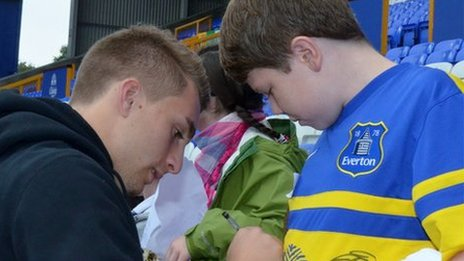 Phil Jagielka signs James Greenop's shirt