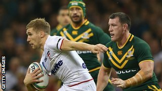 Sam Tomkins looks for a gap