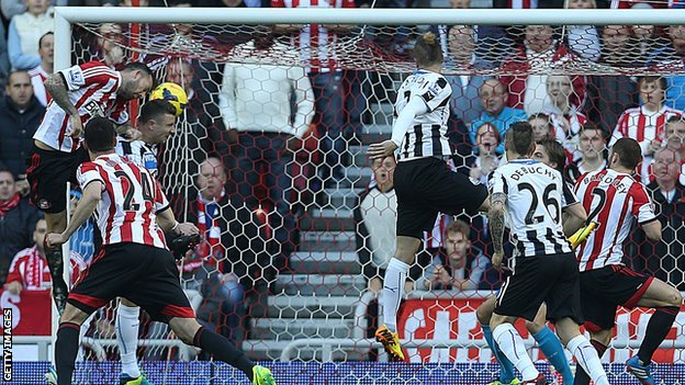 Steven Fletcher heads Sunderland in front against Newcastle