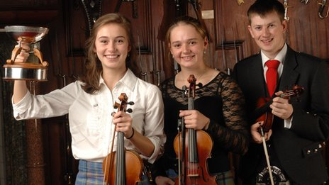 Fiddle winner Maura Shawn Scanlin (left) with Maggie Adamson and Graham MacKenzie