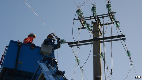 Technicians repairing power line in Pluzunet, northern France, 28 Oct 13