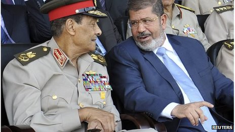 Field Marshal Tantawi (left) and Mohammed Morsi (28/06/13)