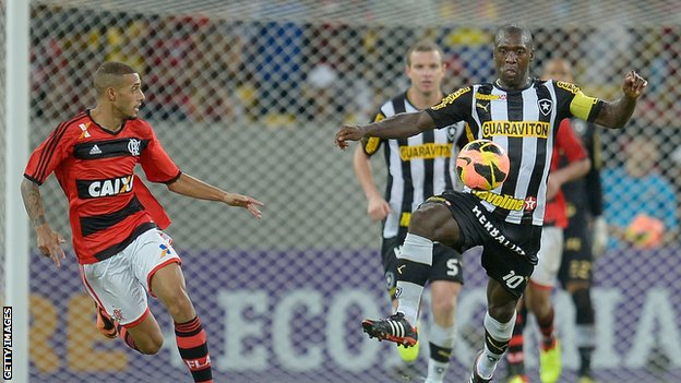 Clarence Seedorf in action for Botafogo against Flamengo