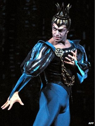 Nikolai Tsiskaridze in a 2001 production of Swan Lake