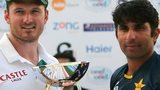 South Africa captain Graeme Smith and Pakistan skipper Misbah-ul-Haq with the Test series trophy