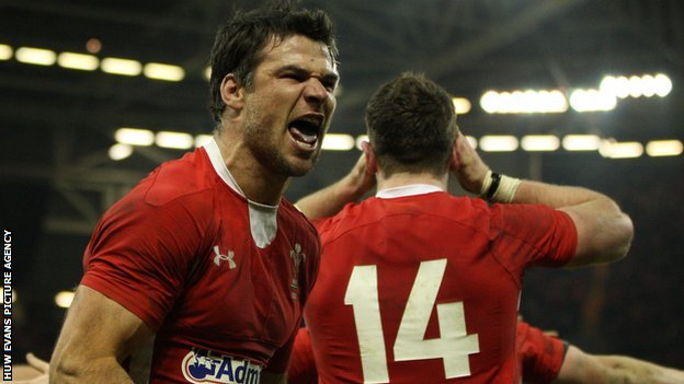Mike Phillips celebrates