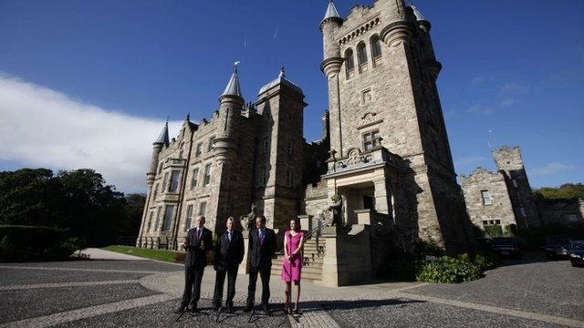 """Northern Ireland's Secretary of State Theresa Villers (R), British Prime Minister David Cameron (2nd R), Northern Ireland""""s First Minister Peter Robinson (2nd L) and deputy First Minister Martin McGuinness (L) pose for photographs after arriving at Stormont Castle in Belfast"""