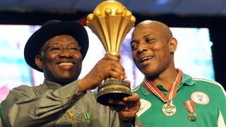Stephen Keshi (right)