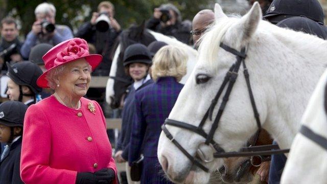 Queen And Duchess Visit Brixton Riding Club Bbc News