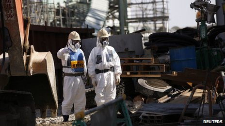 File photo: Workers wearing protective suits and masks are seen next to the number four reactor at Tokyo Electric Power Company's (Tepco) tsunami-crippled Fukushima Daiichi nuclear power plant in Fukushima prefecture, 6 March 2013
