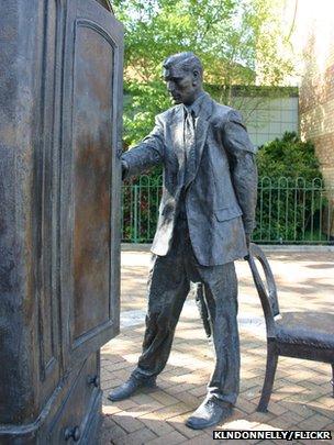 Image of C.S. Lewis statue in Belfast