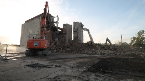 Water Eaton Grain Silo demolished