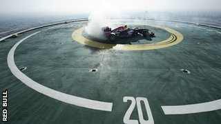 David Coulthard doing 'doughnut' spins on the Burj Al Arab in Dubai