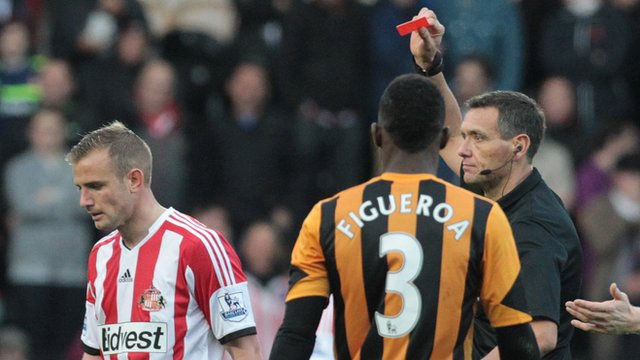 Lee Cattermole being sent off by referee Andre Marriner