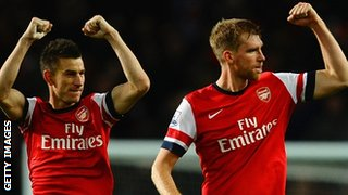Laurent Koscielny and Per Mertesacker of Arsenal celebrate