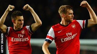 Laurent Koscielny and Per Mertesacker of Arsenal celebrate