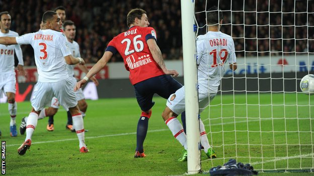 Nolan Roux scores Lille's first against Monaco