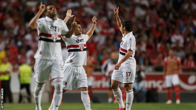 Sao Paulo players celebrating a goal