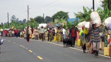 Refugees flee fighting across Ugandan border. 4 Nov 2013