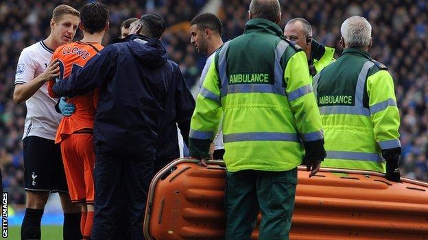 Hugo Lloris receives treatment