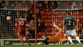 Partick Thistle keeper Scott Fox makes a spectacular save to deny Aberdeen from going in front.