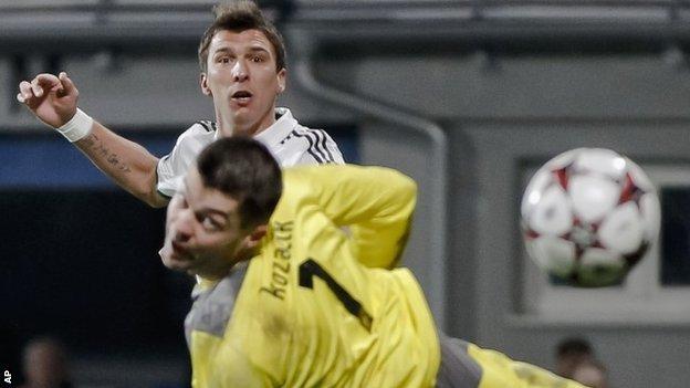 Mario Mandzukic scores Bayern Munich's winner