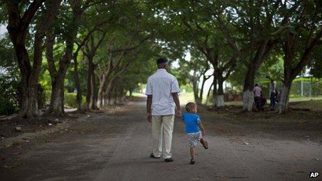 William Potts walks with his nephew in Havana on 25 October 2013
