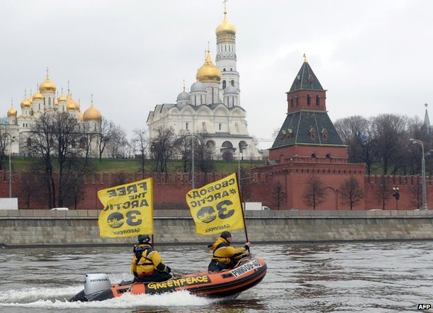 Protesters pass the Kremlin in a speedboat, 6 November