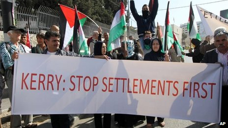 Palestinians in Bethlehem demand John Kerry stop Israel building settlements on occupied land (6 November 2013)