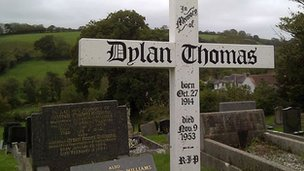 Dylan Thomas' grave in Laugharne