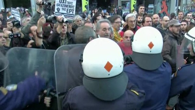 Supporters of the closed state broadcaster ERT in stand-off with riot police