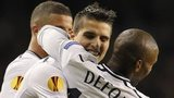 Erik Lamela is congratulated by Jermain Defoe