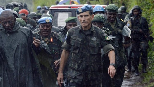 Members of the Congolese army with troops from the United Nations