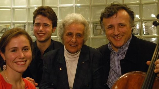 Anita Lasker-Wallfisch with her family in 2005