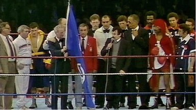 Barry McGuigan's dad Pat sings Danny Boy in the ring