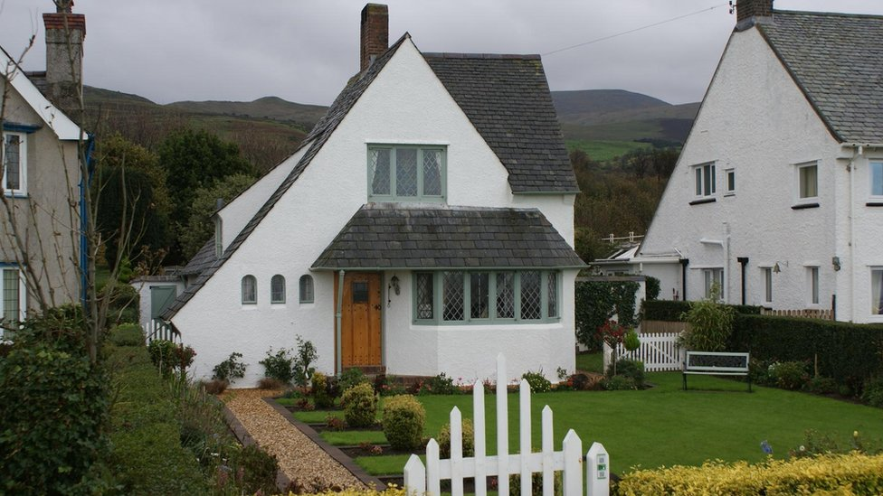 Llanfairfechan tour showcases herbert luck north 39 s arts - Arts and crafts style homes ...
