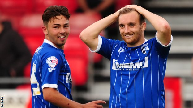 Bradley Dack (l) and Charlie Lee