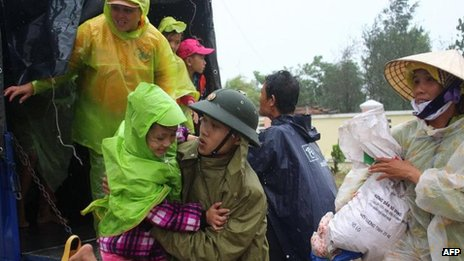 Evacuation in the central Vietnamese province of Quang Nam, 9 Nov