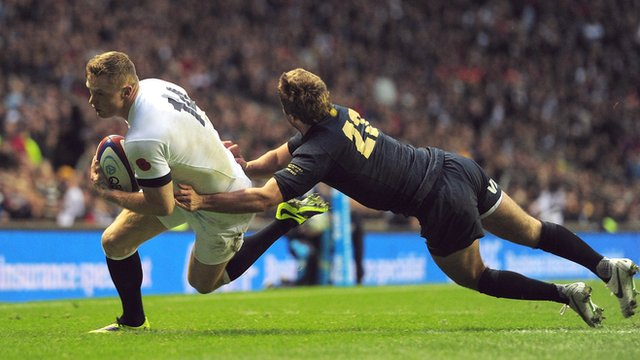 Chris Ashton scores against Argentina