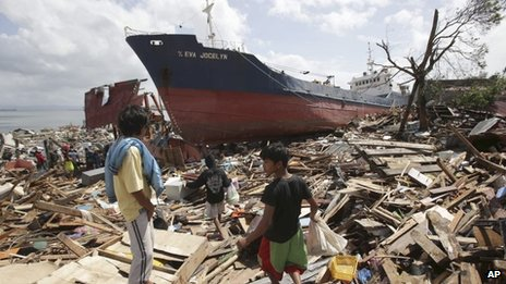 Large ship washed ashore by typhoon in Tacloban - 10 November