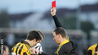 Referee Joe McQuillan red cards Stephen Kernan late in extra-time