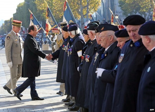 French President Francois Hollande meets veterans at Tomb of Unknown Soldier in Paris, 11 November
