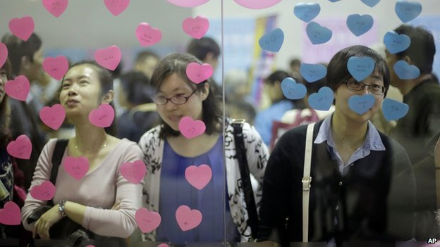 Participants take part in a bachelor's meeting event on during a mass match-making event ahead of Singles Day in Shanghai, China (9 Nov. 2013)