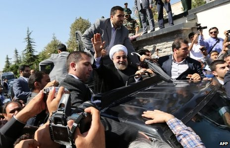 Hassan Rouhani waves to a crowd before flying to New York (28 September 2013)