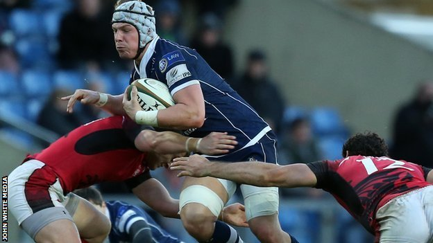 Bristol's Mitch Eadie forces his way through the London Welsh defence