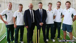 Brad Haddin, David Warner, Darren Lehman, Michael Clarke, Steve Smith, Nathan Lyon and Ryan Harris