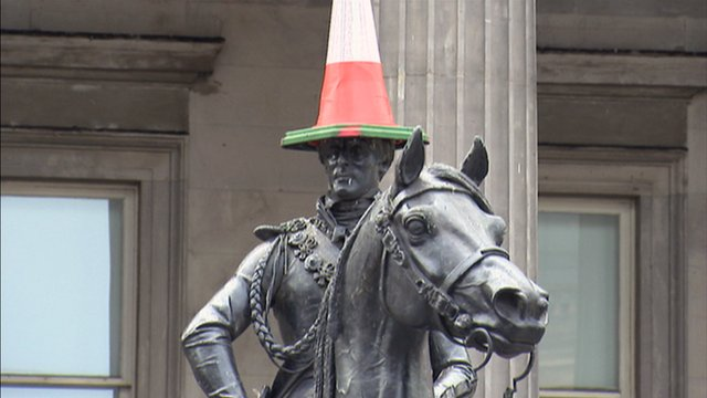 Duke of Wellington statue wearing a traffic cone